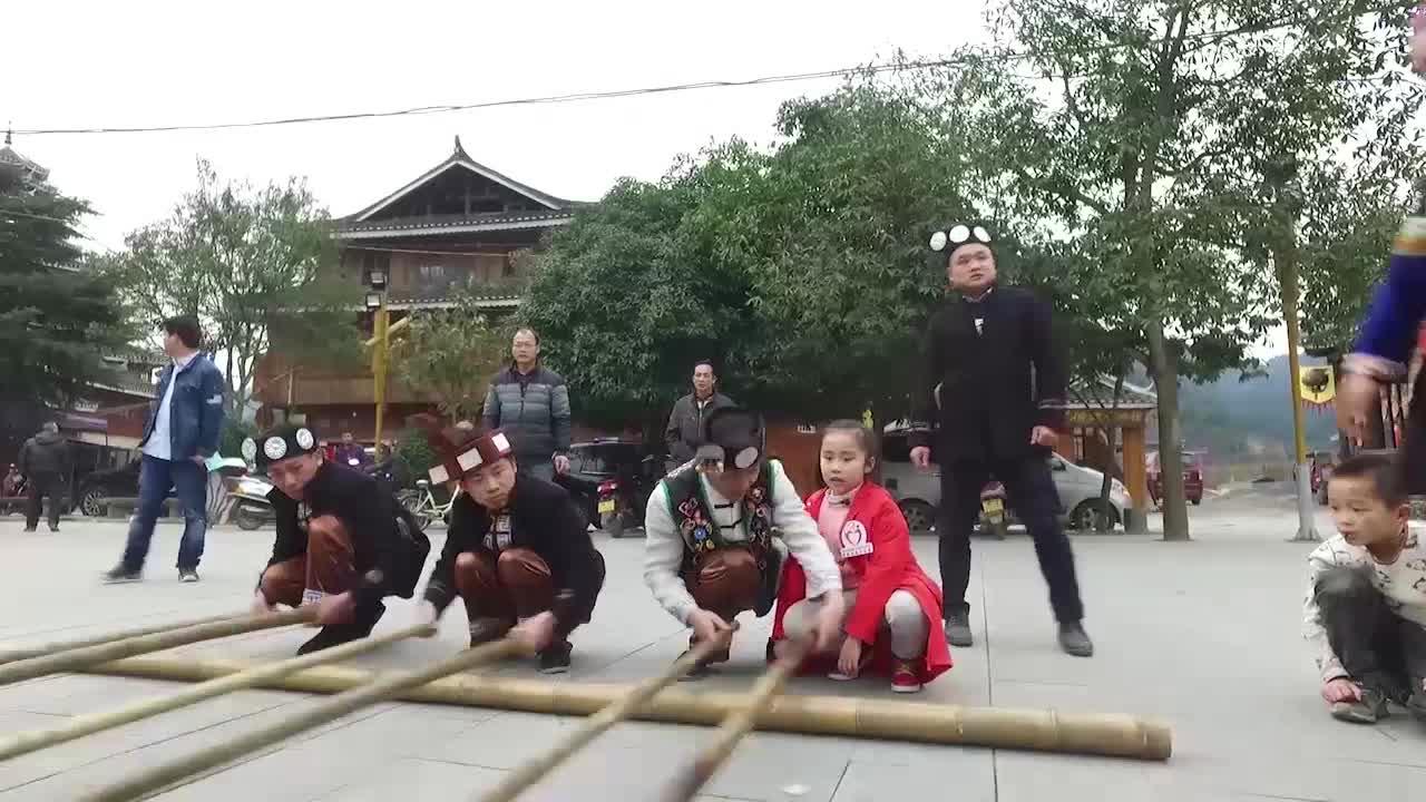 [赶集湖南·神奇通道]精彩集锦:侗族竹竿舞