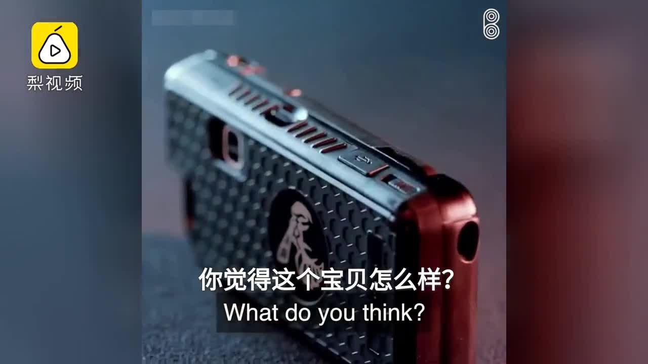 [视频]女性防狼神器 电击手机壳了解一下