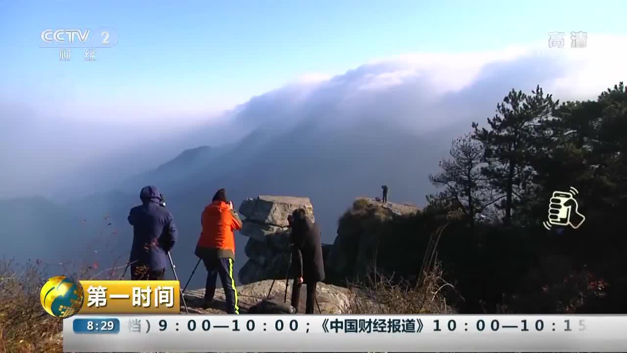 [视频]江西:庐山现瀑布雾美景 如入李白诗境