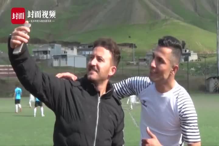 [视频]几可乱真!伊拉克小伙撞脸c罗 常被人拦住求合影