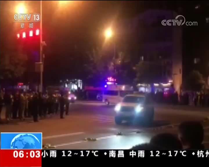 [视频]四川凉山州木里县发生森林火灾 英雄遗体运抵西昌 群众自发送别