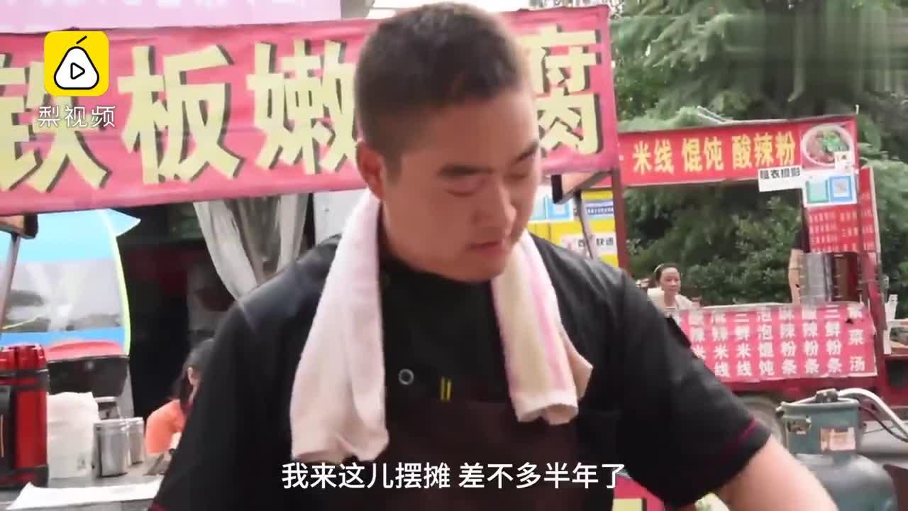 [视频] 北漂小哥拒30万年薪回老家街头卖炒饭