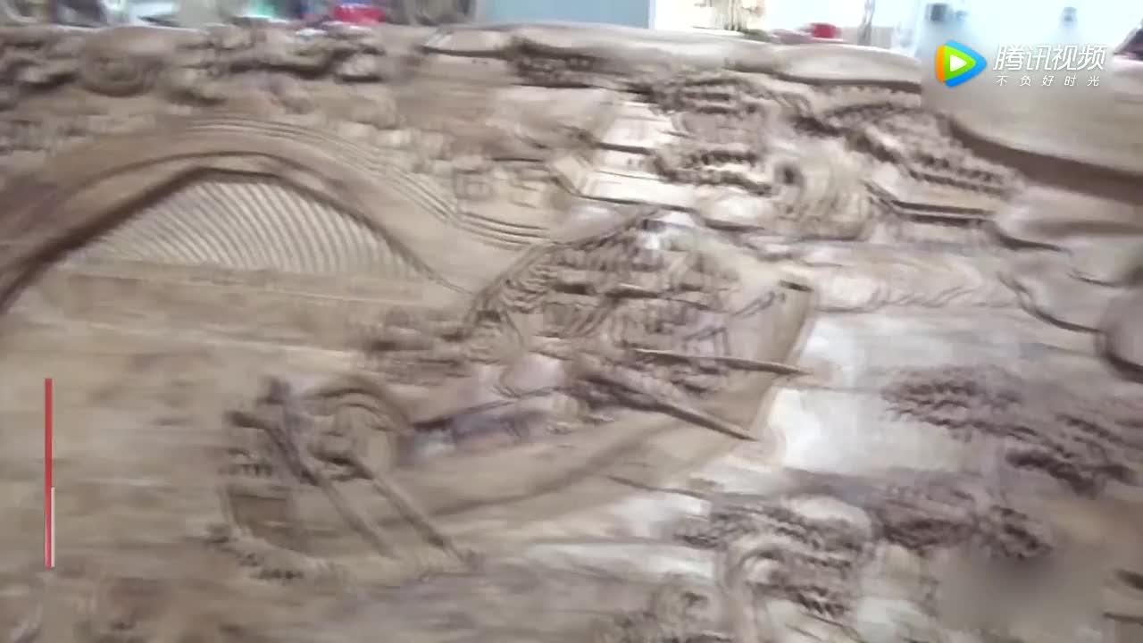 [视频]济南大爷打造木雕立体清明上河图 刀工绝伦 价值连城