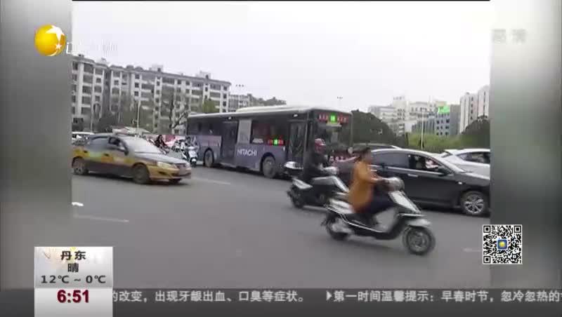 [视频]街头执法视频火遍网络 网友:070588你报警号的样子真帅!