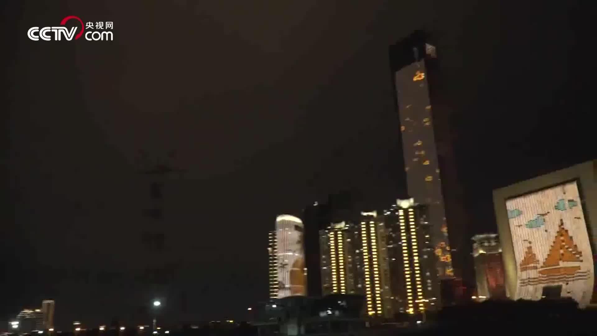 [视频]厦门地标性建筑为教师亮灯