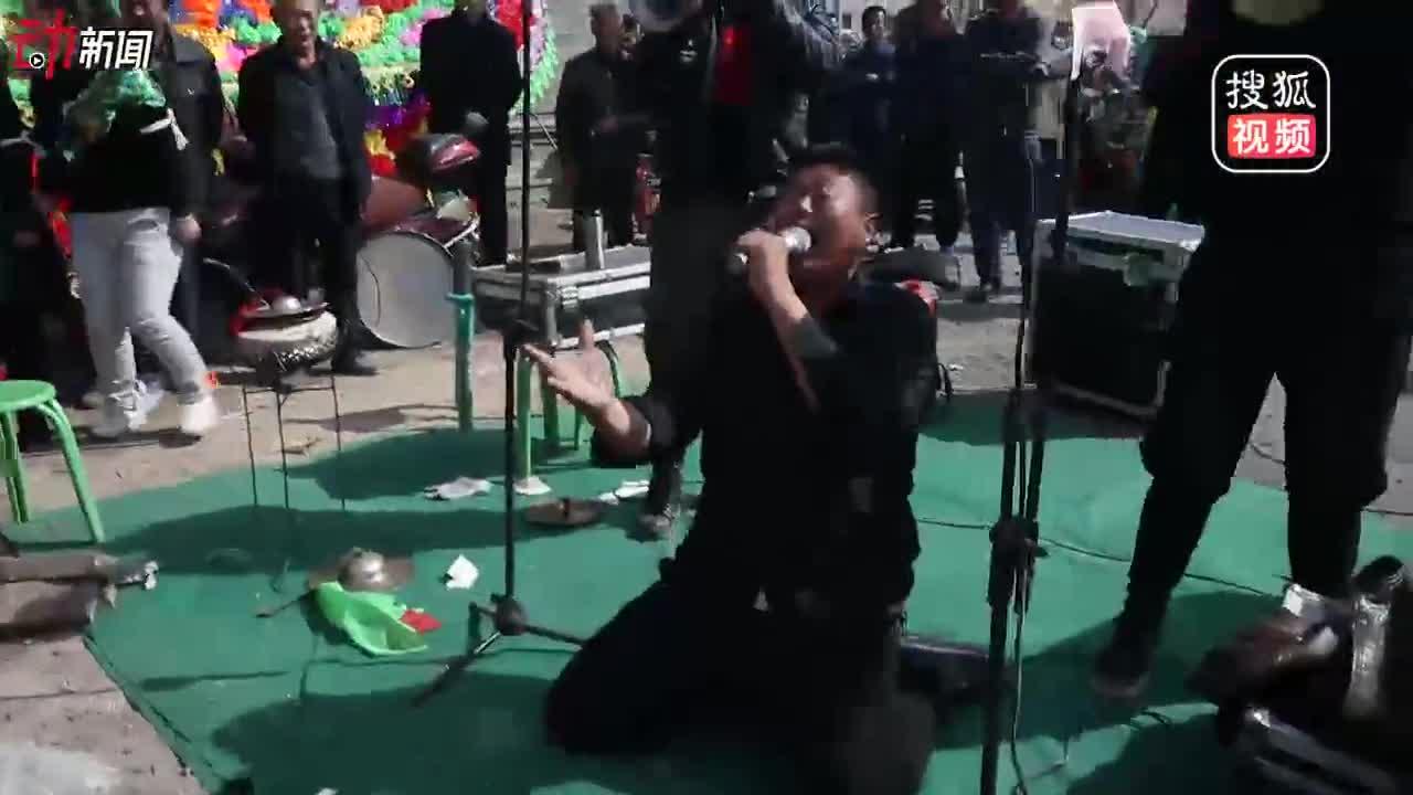 [视频]职业送灵人:哭得要有艺术性 能吞气球不怕死