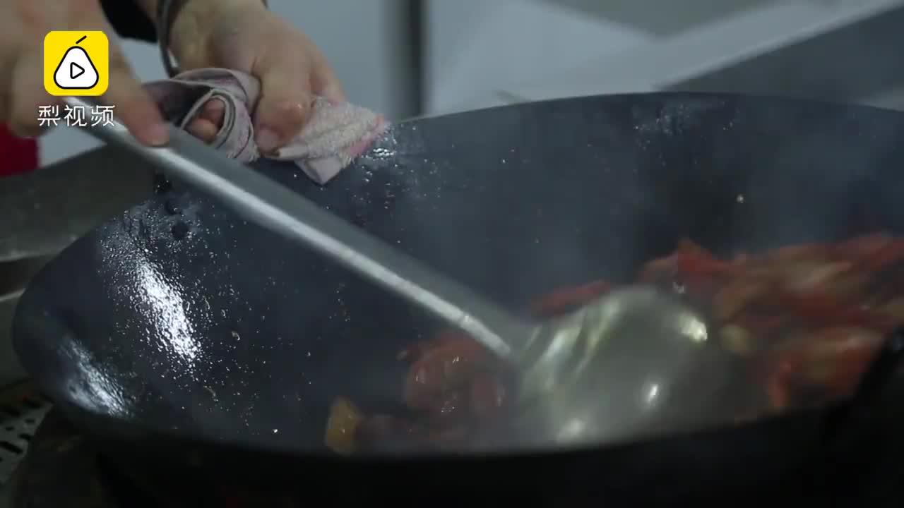 [视频]小龙虾学院首批学生抢手:起薪8000