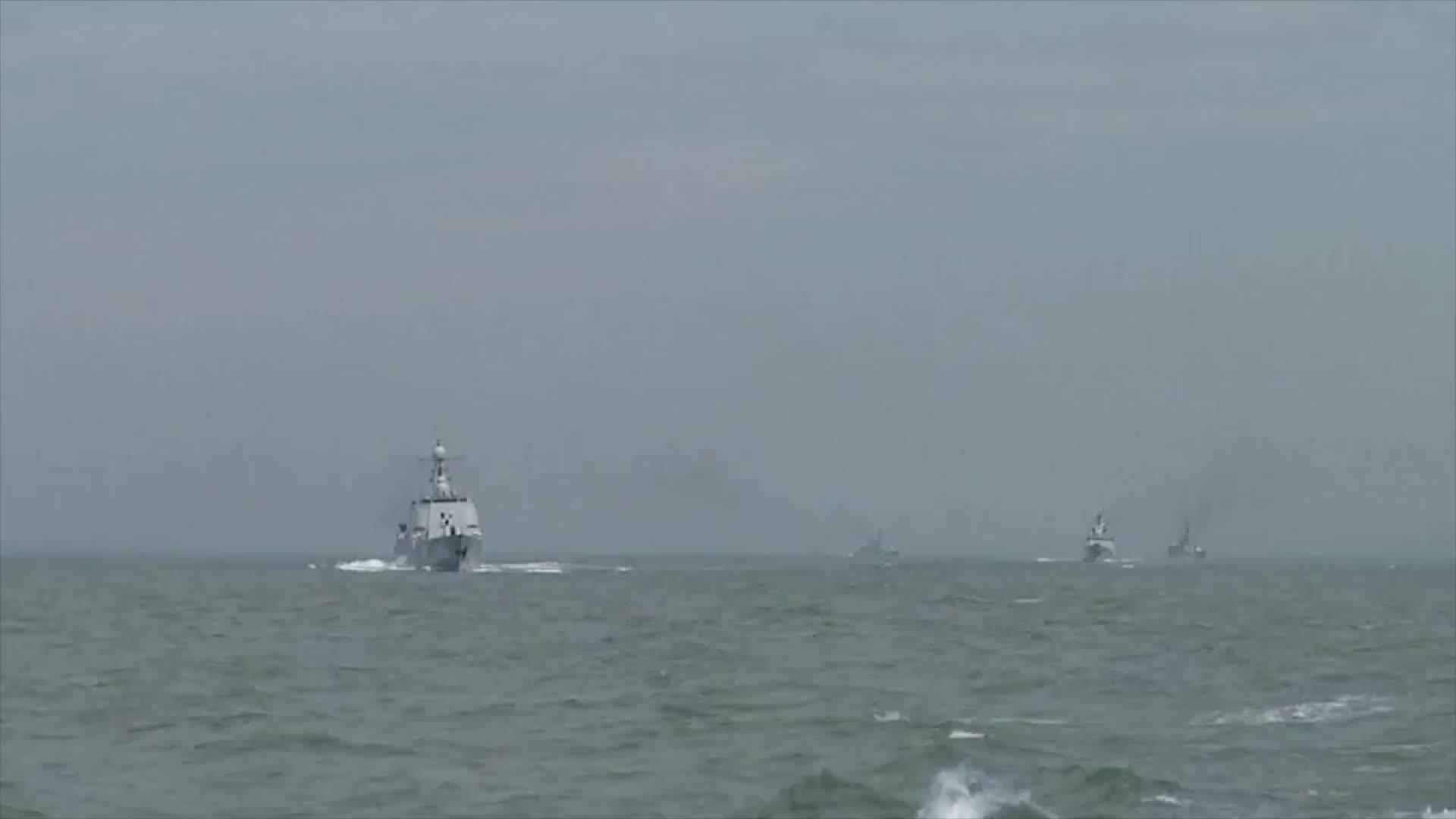"""[视频]火炮怒吼、导弹喷射烈焰 中国先进""""神盾""""舰武器实弹发射"""