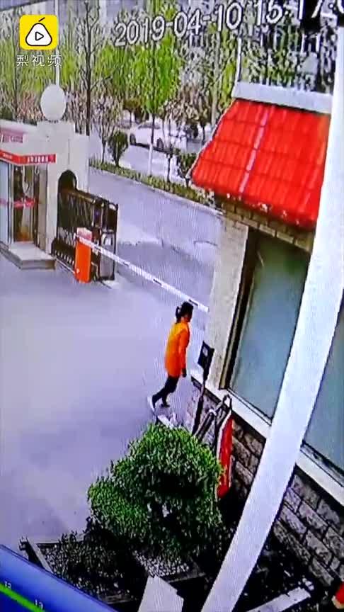 [视频]消防员妈妈悄悄到消防队送礼物:平安归来 一个都不能少
