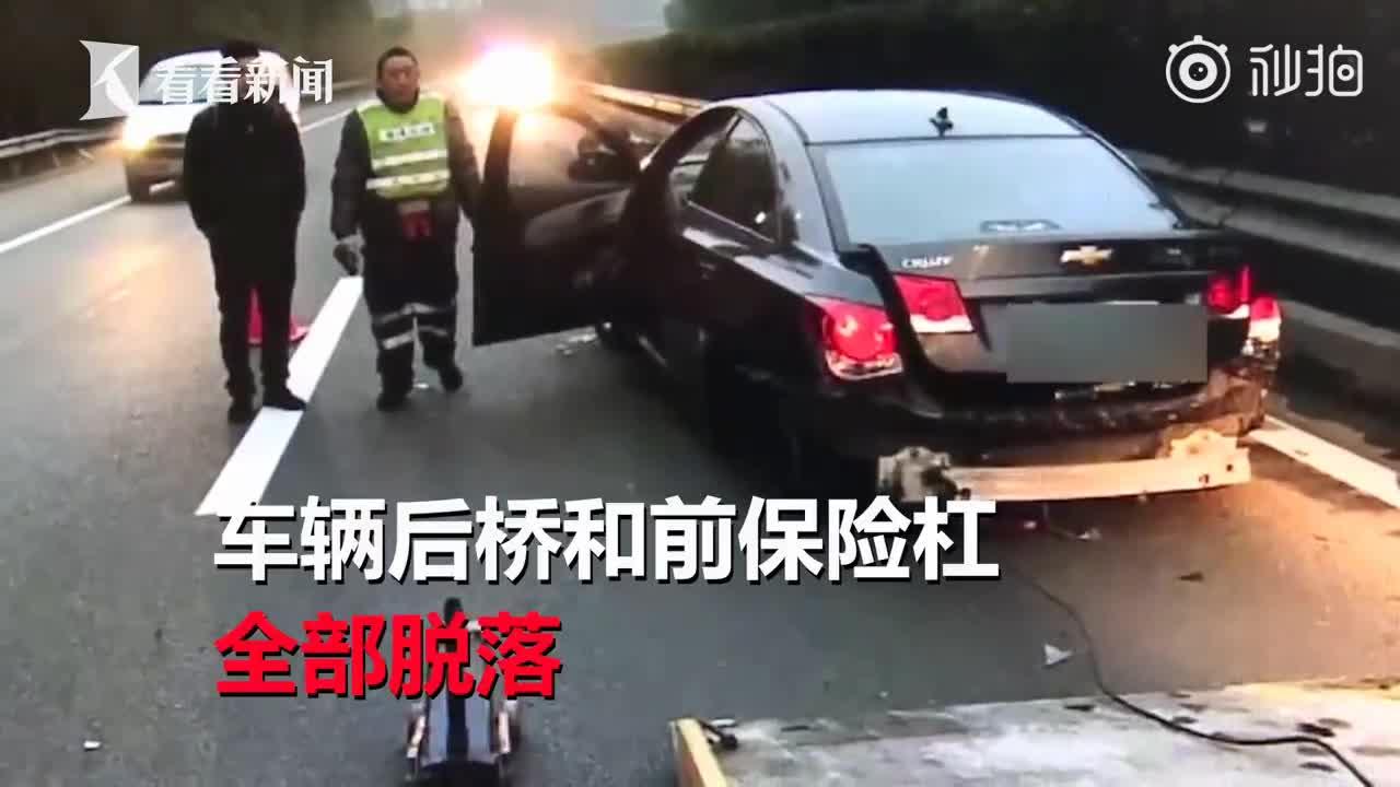 [视频]男子高速上开车乱丢烟头 不料被风吹回掉腿上引发悲剧