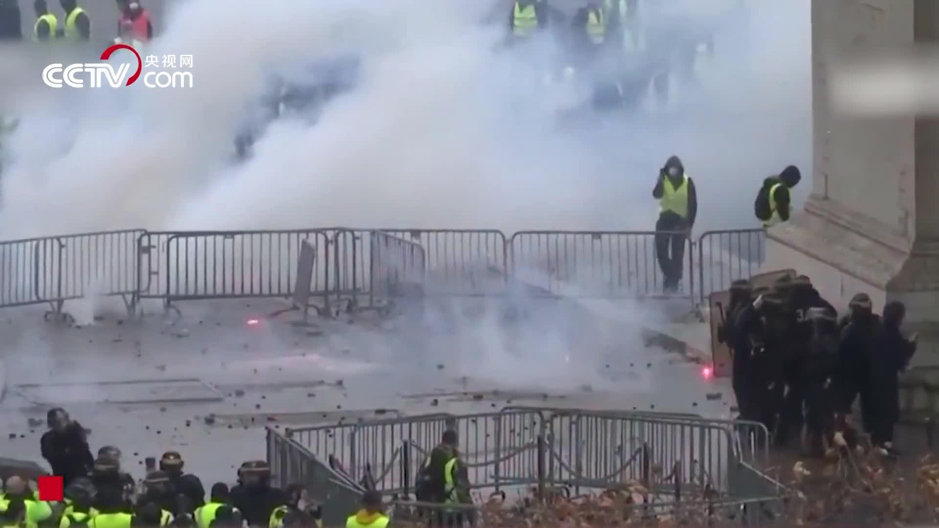 """[视频]抗议油价上涨变""""打砸抢"""" 法国遭遇半世纪以来最严重骚乱"""