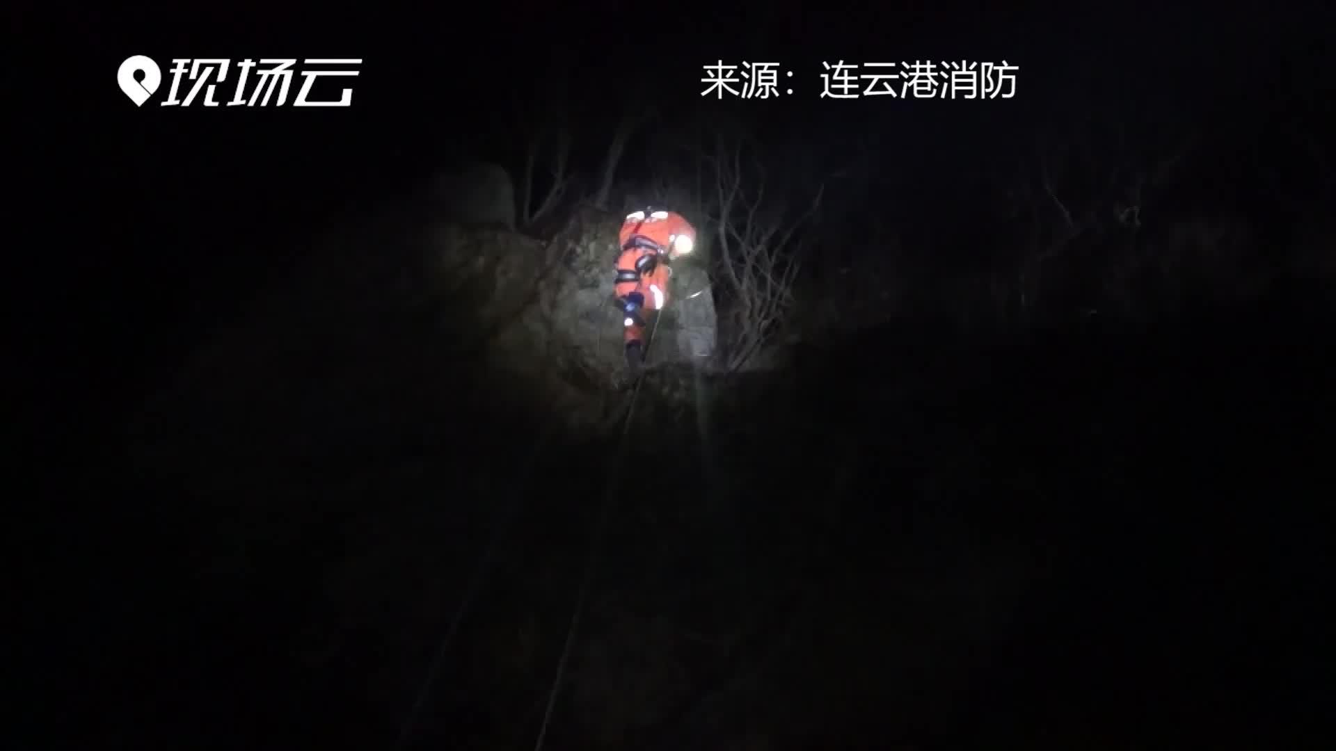 [视频]男子坠落悬崖被困山腰 消防员索降救人