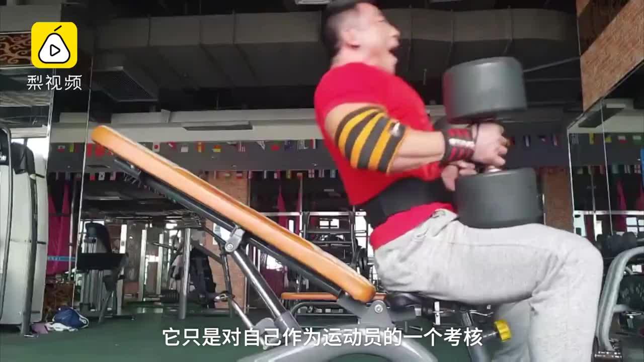 [视频]重庆施瓦辛格:回头率不比美女低