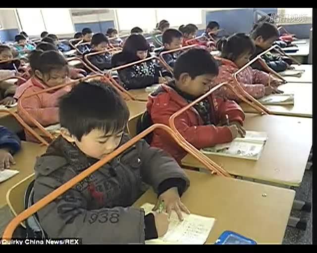 [视频]防近视奇招!武汉小学课桌加装ㄇ形杆