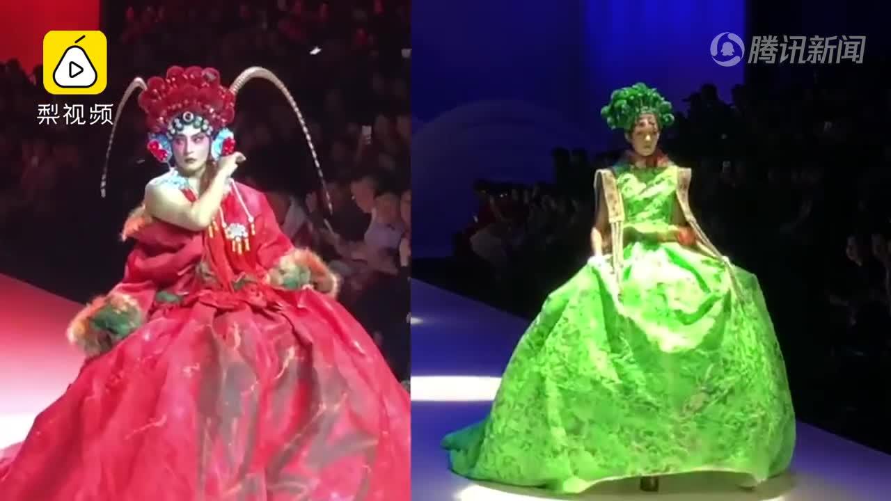 [视频]颠覆审美!时装周外模走秀红配绿