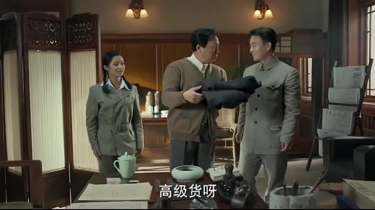 【不忘初心 经典故事】毛岸英新婚毛泽东送大衣:白天穿 晚上当被盖