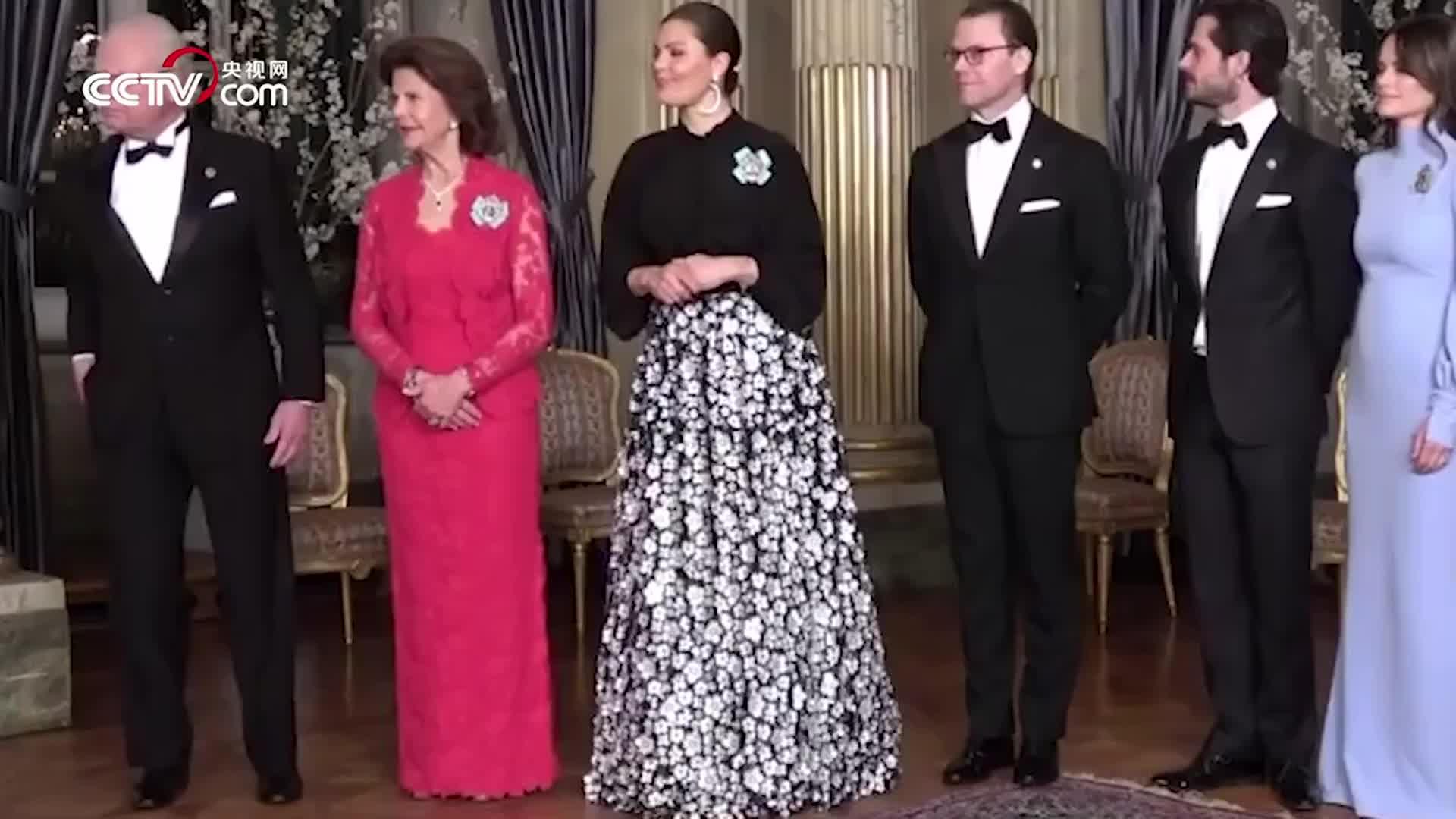 """[视频]在光滑的地上摩擦!瑞典国王餐会上展示特殊""""舞步"""""""