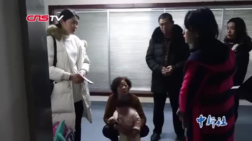 [视频]女婴遭140斤恶犬撕咬面部20分钟 医生:需复诊至18岁