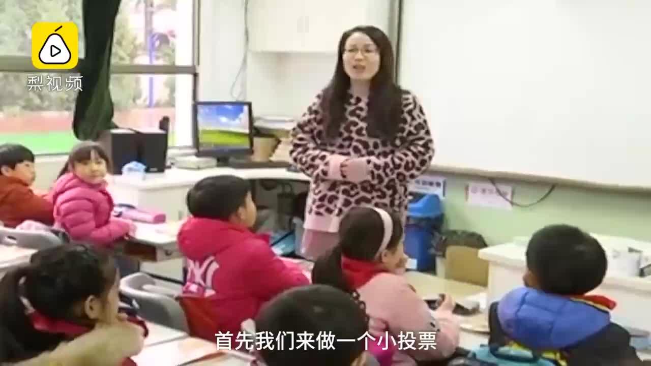 [视频]小学生自由选同桌 老师:尽量选异性