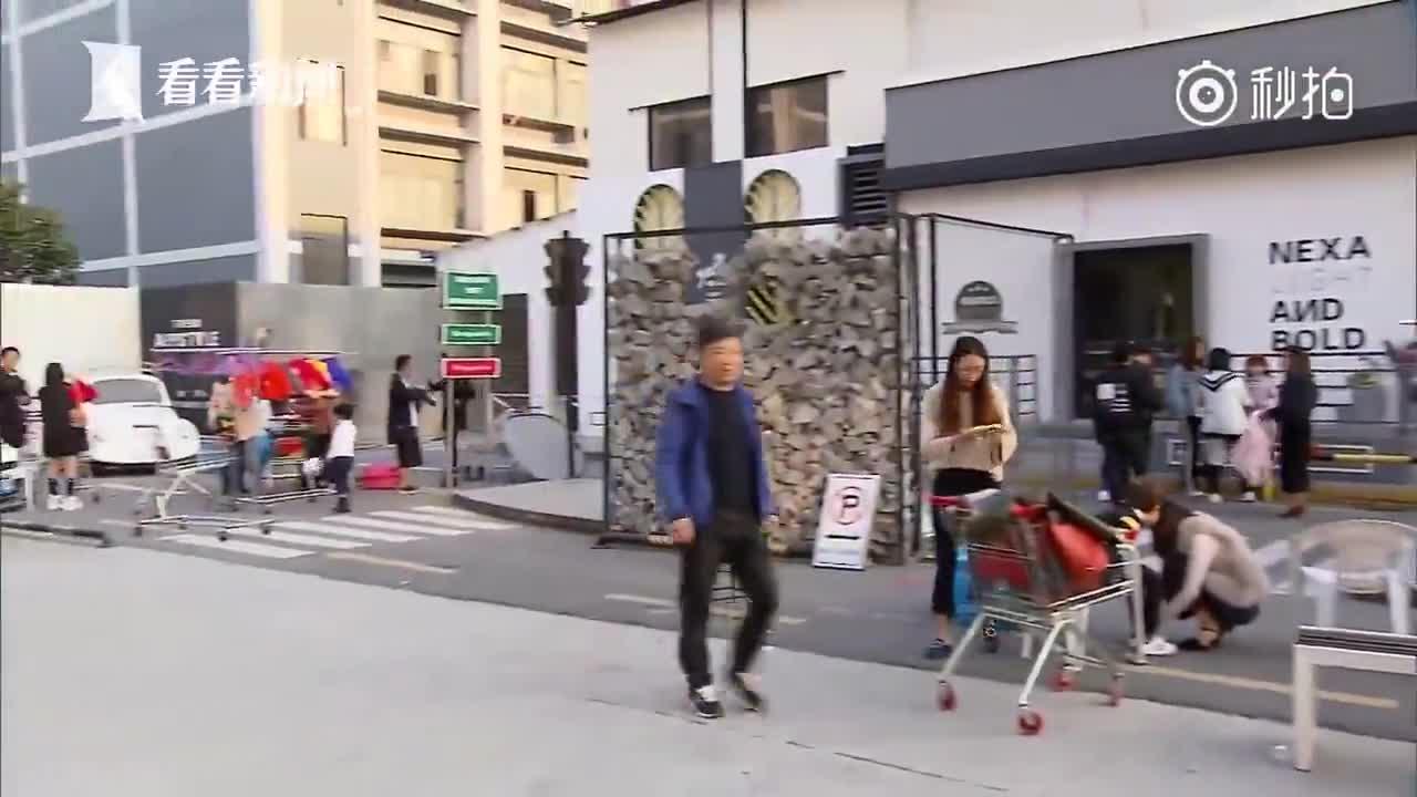 """[视频]童模市场揭秘:月收入两三万, """"红的孩子""""一年挣一套房"""