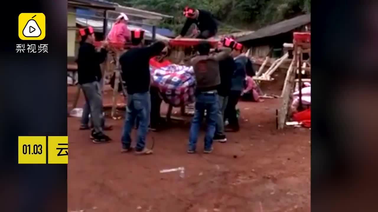[视频]奇俗!瑶族少年成人礼 都要从这跳下