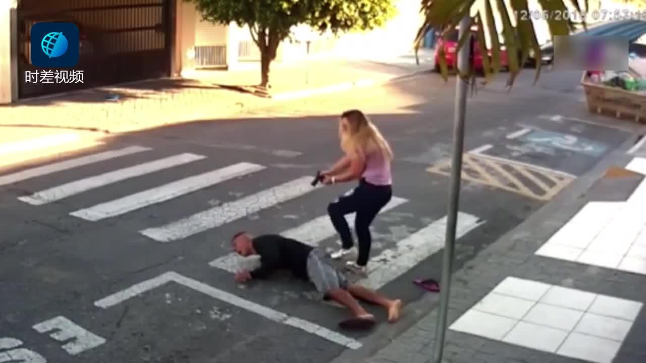 [视频]女警下班接女儿遇抢劫 三枪击毙劫匪