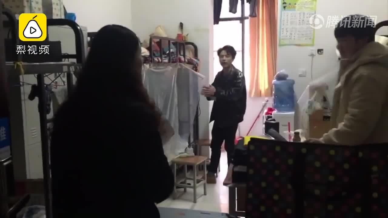 [视频]人家的宿管阿姨!能叫出500人名字 帮过生日买蛋糕