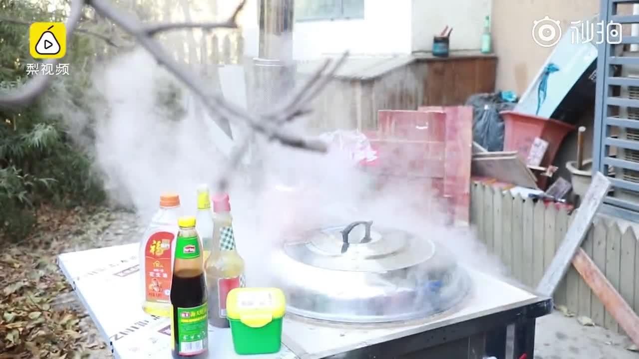 [视频]小伙儿网购柴火灶做饭被邻居投诉,理由竟是饭太香