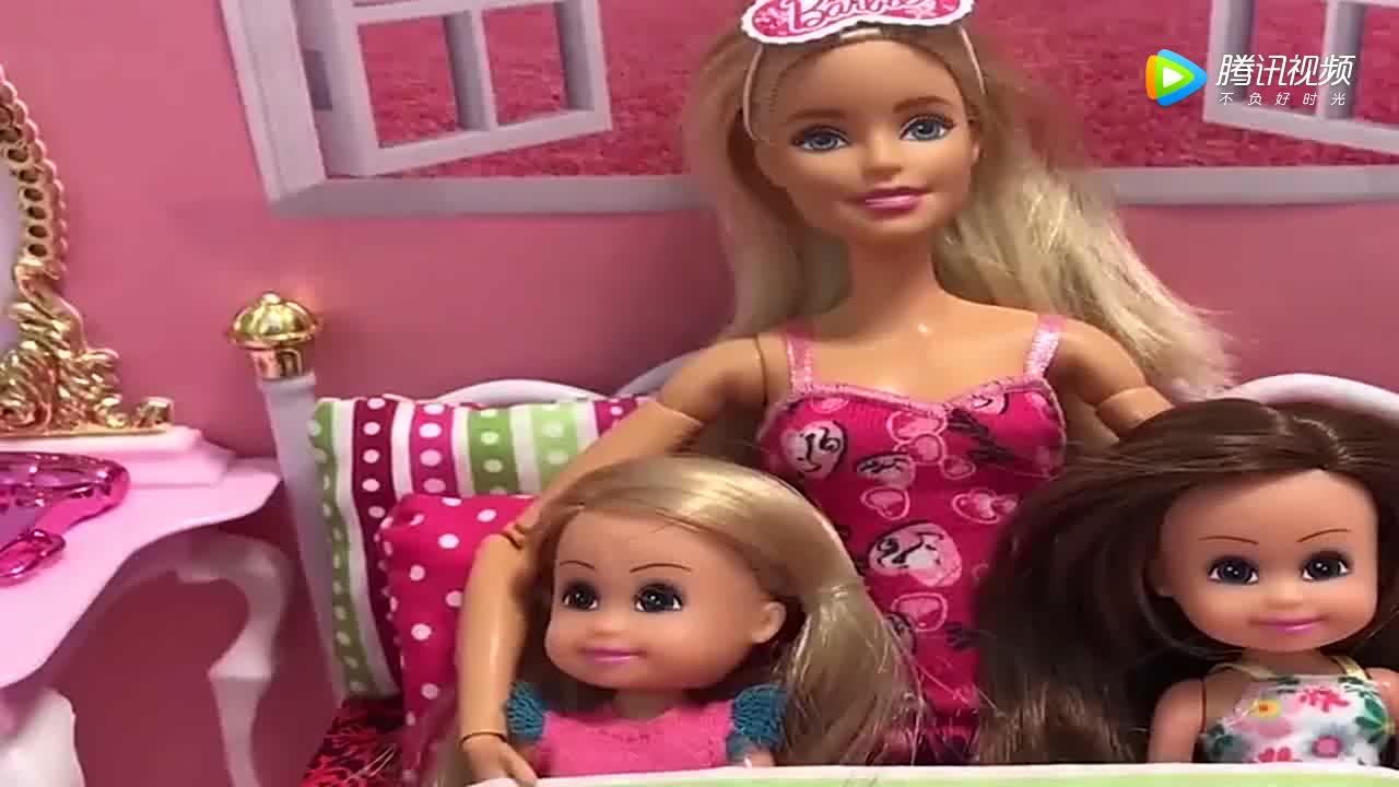 """[视频]女子痴迷于芭比娃娃 竟将自己整成了""""芭比娃娃"""""""