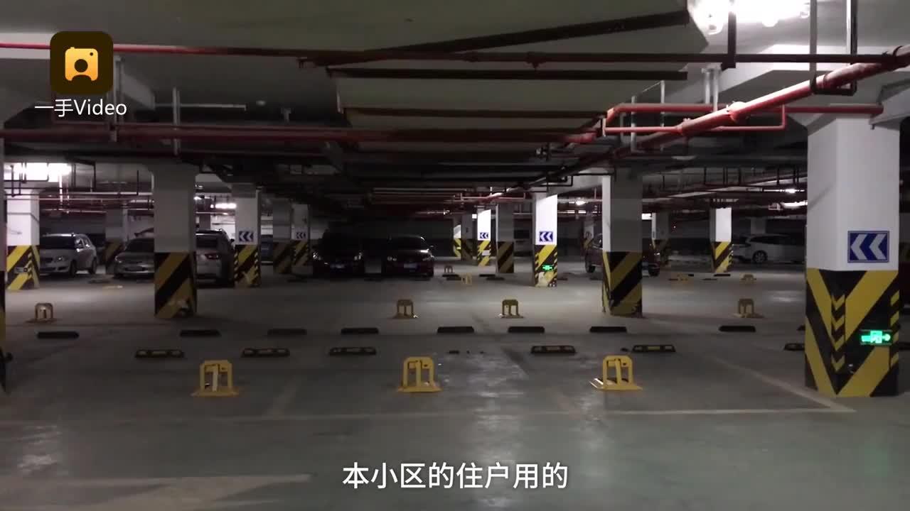 [视频]两业主买327个车位 全装地锁引不满