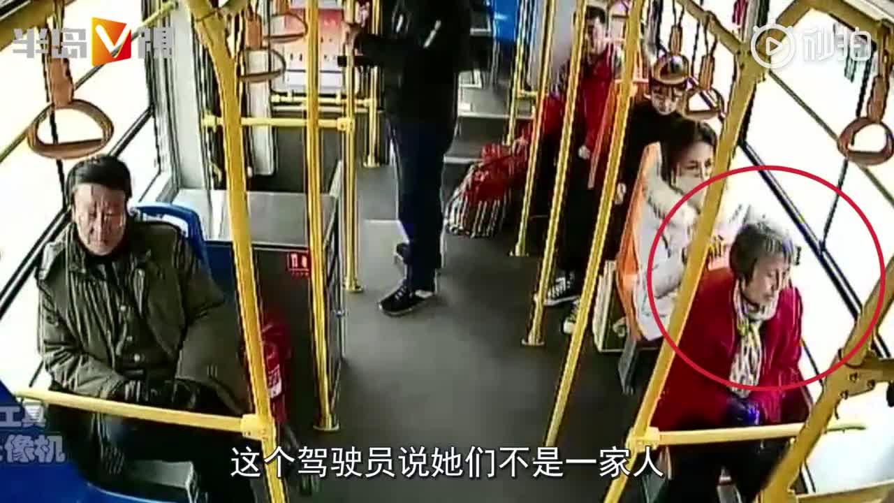 """[视频]六旬老人青岛公交车上睡着,女孩一路""""手护"""""""