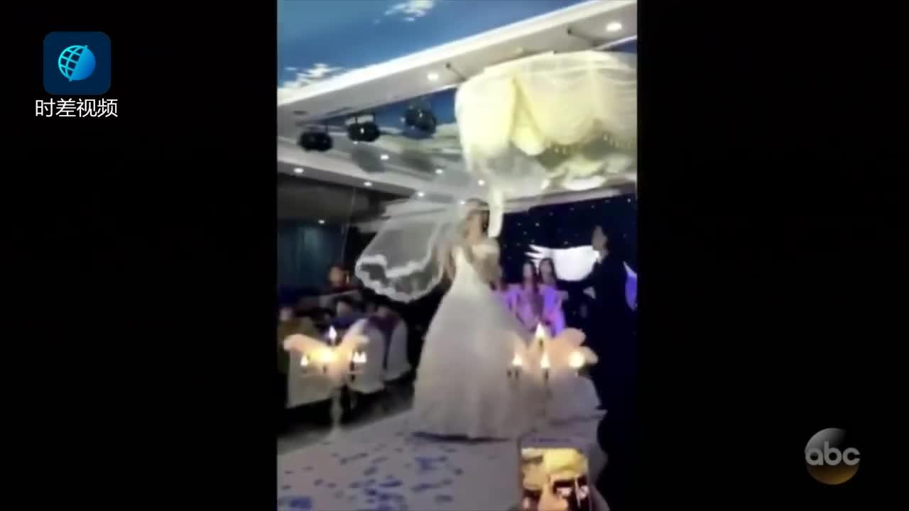 [视频]中国飞纱火到国外 脱口秀主持人现场安利