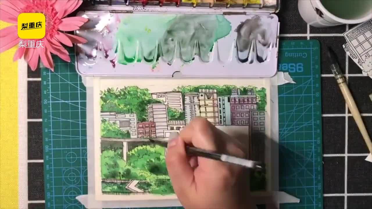 [视频]她手绘李子坝轻轨穿楼:车在画中跑