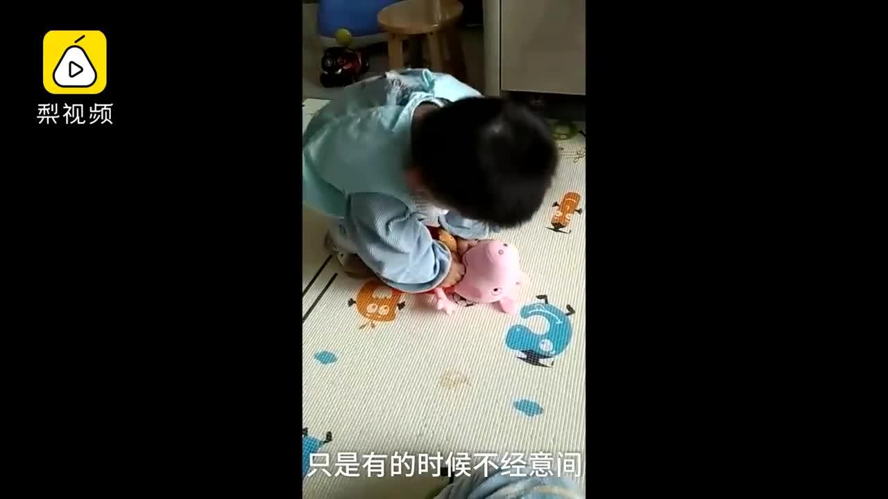 [视频]医生家的孩子:2岁萌娃做心肺复苏
