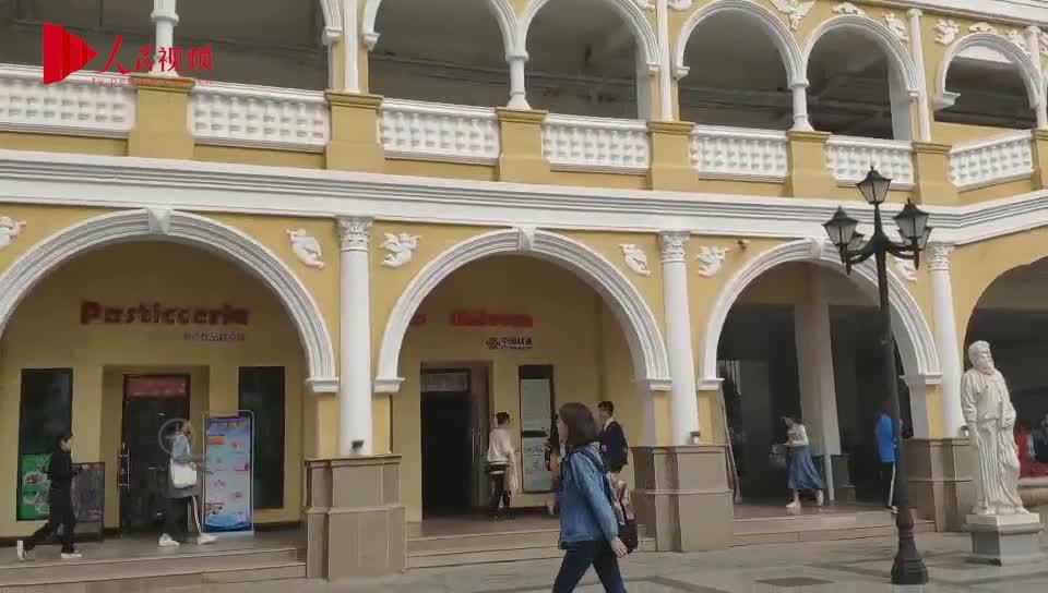 """[视频]""""锦鲤台阶""""现身高校 学生:代表好运"""