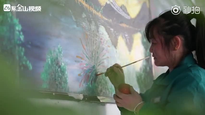 [视频]宿舍保洁阿姨手绘3D黑板报!同学:这让学美术的我怎么活!
