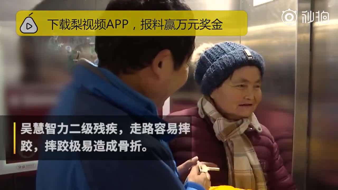 [视频]他带智残妻开网约车,遭投诉仍坚持