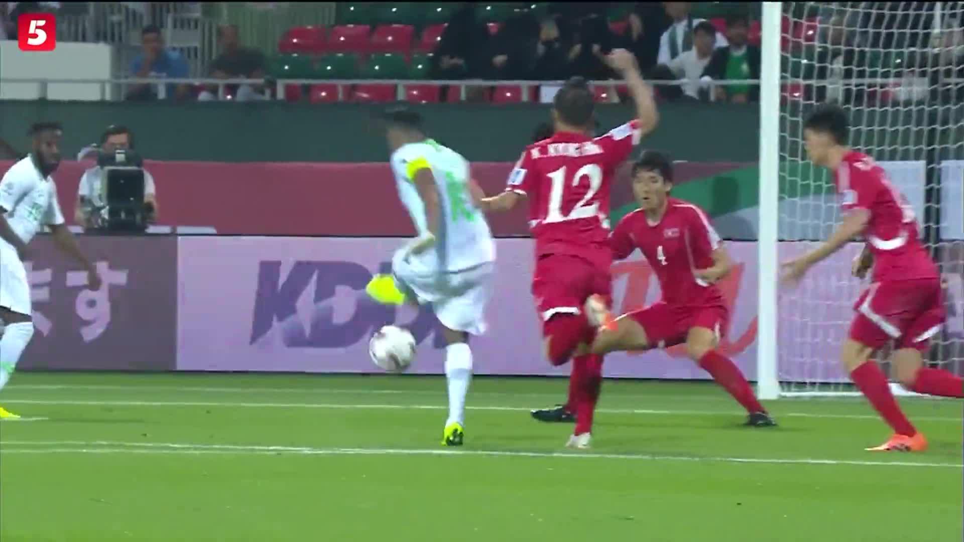 [视频]亚洲杯:沙特4-0大胜朝鲜 朝鲜新星半场染红