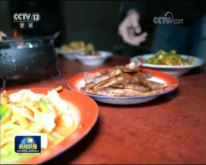 [视频]【新春走基层】老屋里的最后一顿年饭