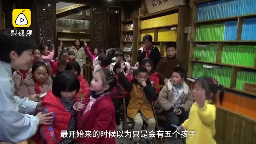 [视频]暖!瑞典女孩义务教山区孩子学英语 教室被挤满