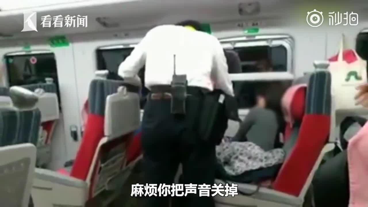 [视频]女子列车上外放佛经超大声 被劝阻竟连踹列车长三脚