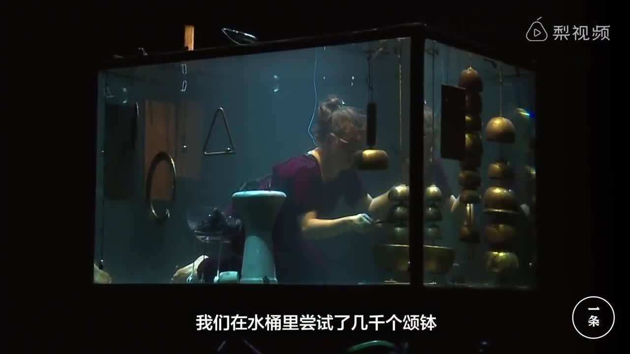 [视频]水下乐队:音乐家在水中唱歌和演奏