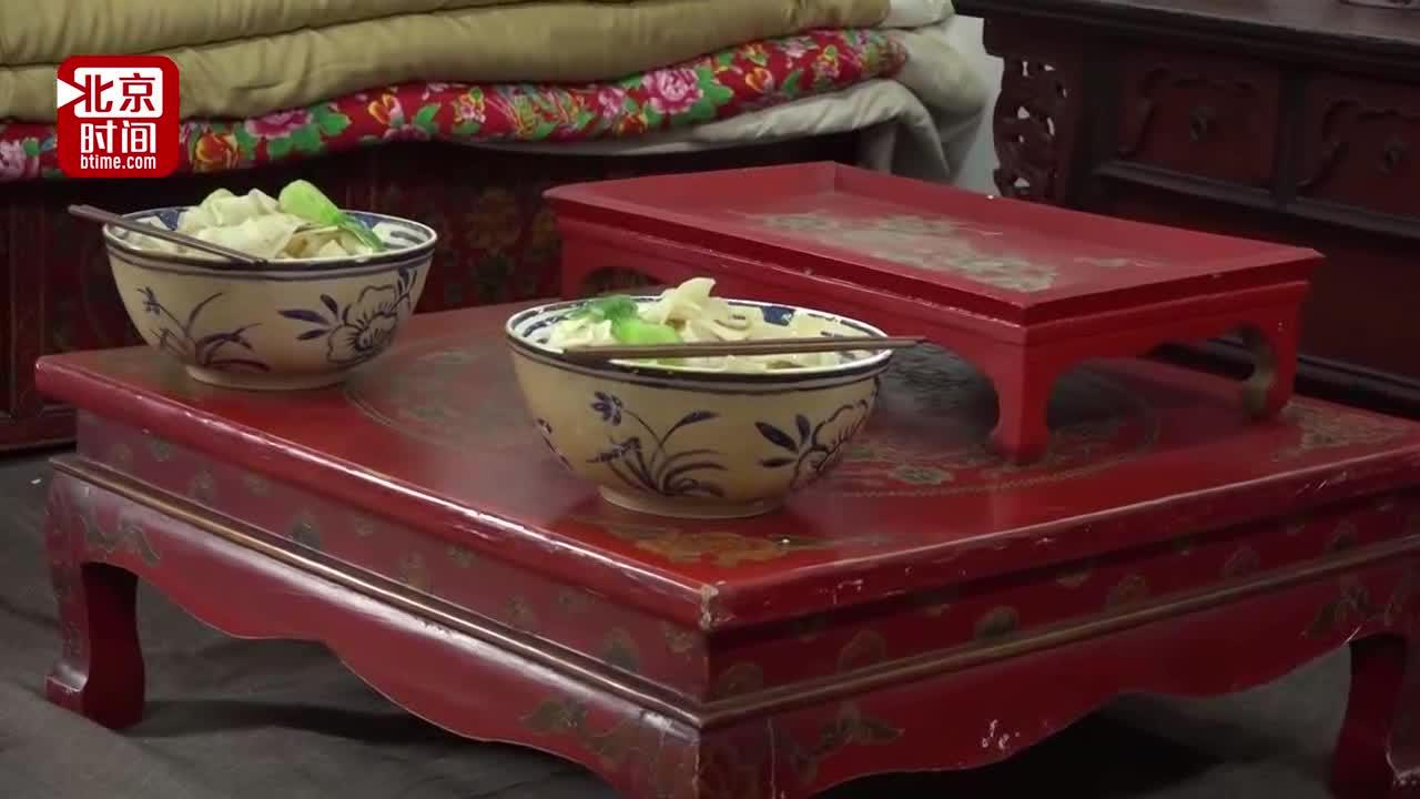 [视频]演员拍戏吃硅胶面条?电影嘉年华惊现奇葩道具