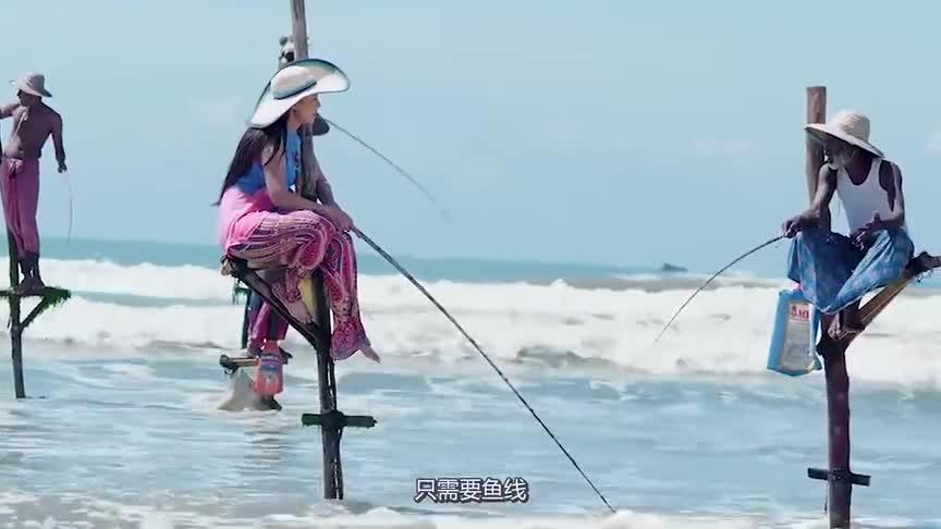 """[视频]世界上最独特的钓鱼方法 踩着""""高跷""""钓鱼!"""