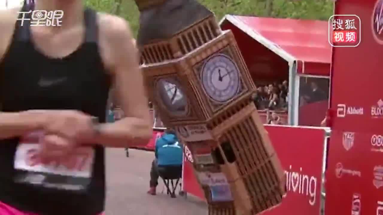 [视频]笑喷!为破纪录穿大本钟跑马拉松却被卡在终点