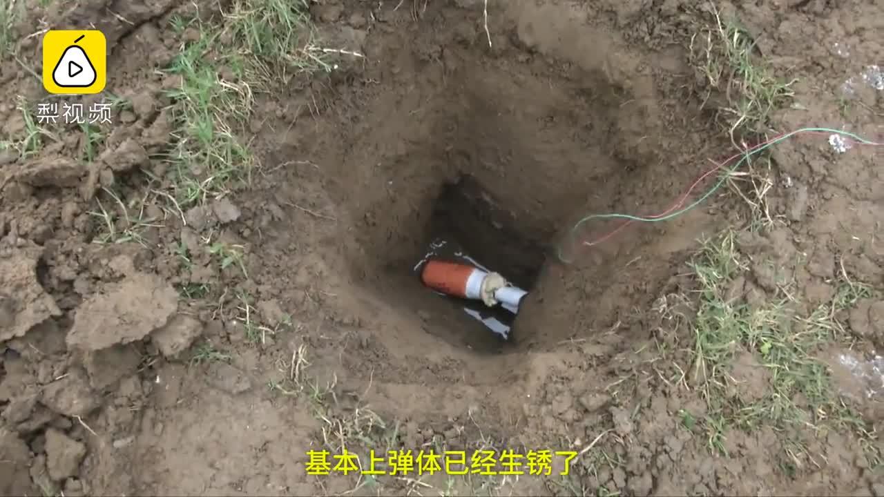 [视频]大妈挖出手榴弹不识货:拿来捣辣椒