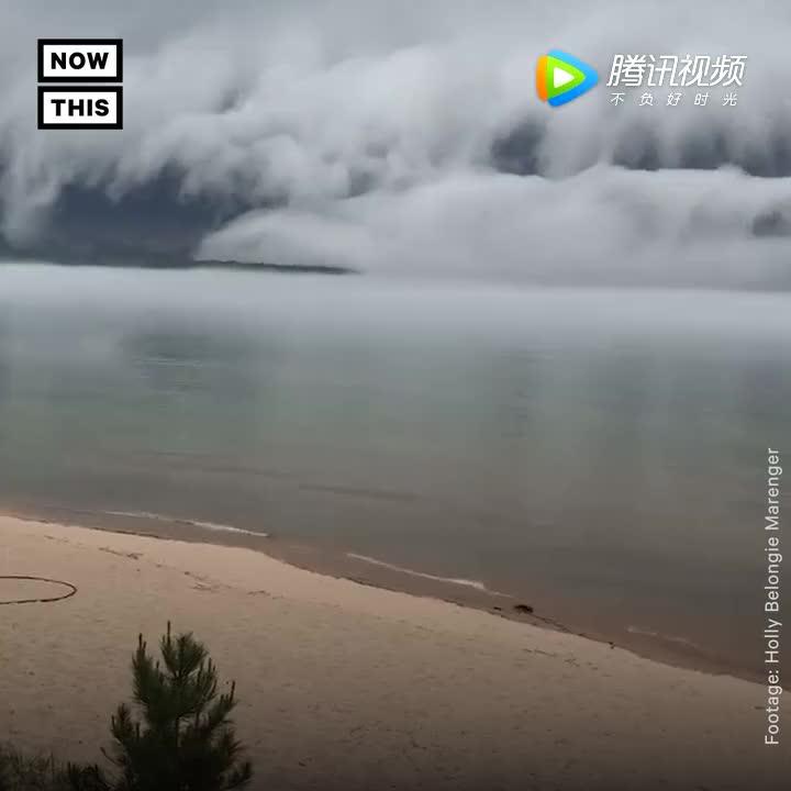 [视频]美国苏必略湖边出现滩云奇景 云层如海啸一般