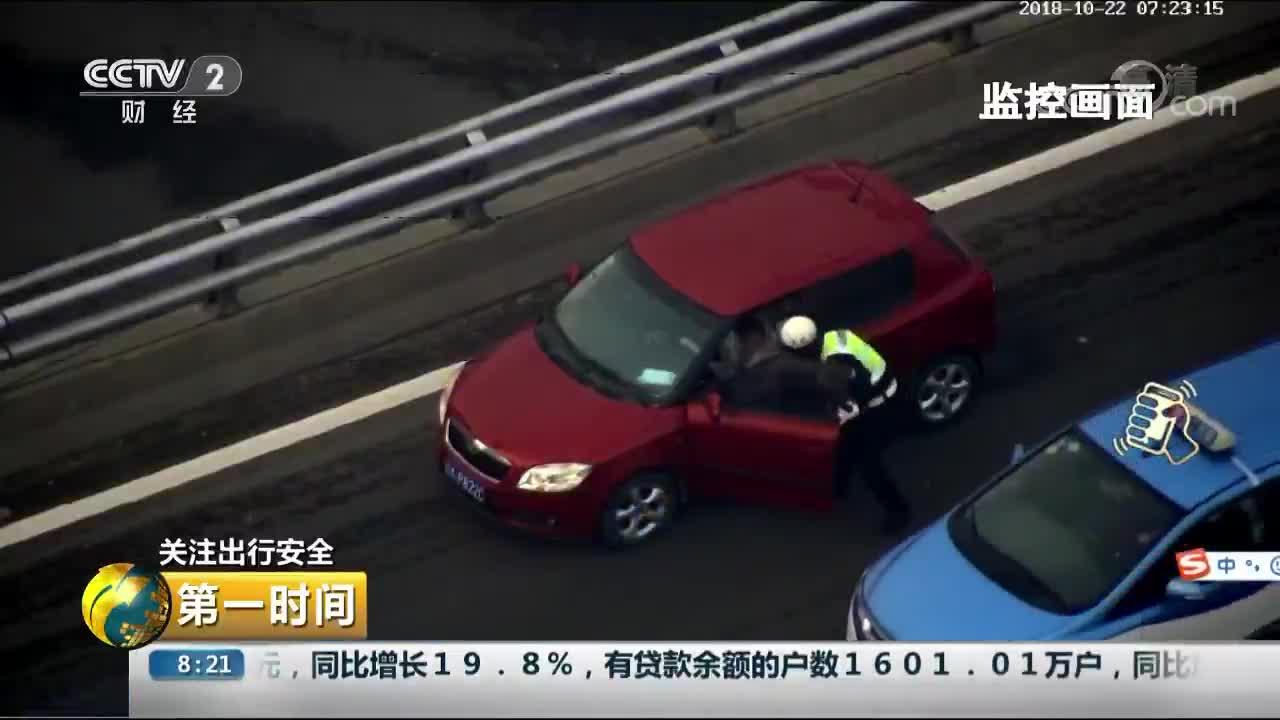 [视频]山西太原:女司机早高峰车内睡着 因醉驾被吊销驾驶证