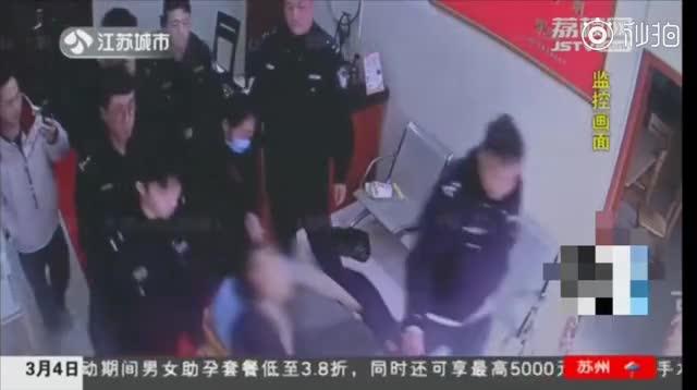 [视频]酒后误服头孢!昏迷前他做了这件事情挽救了自己!