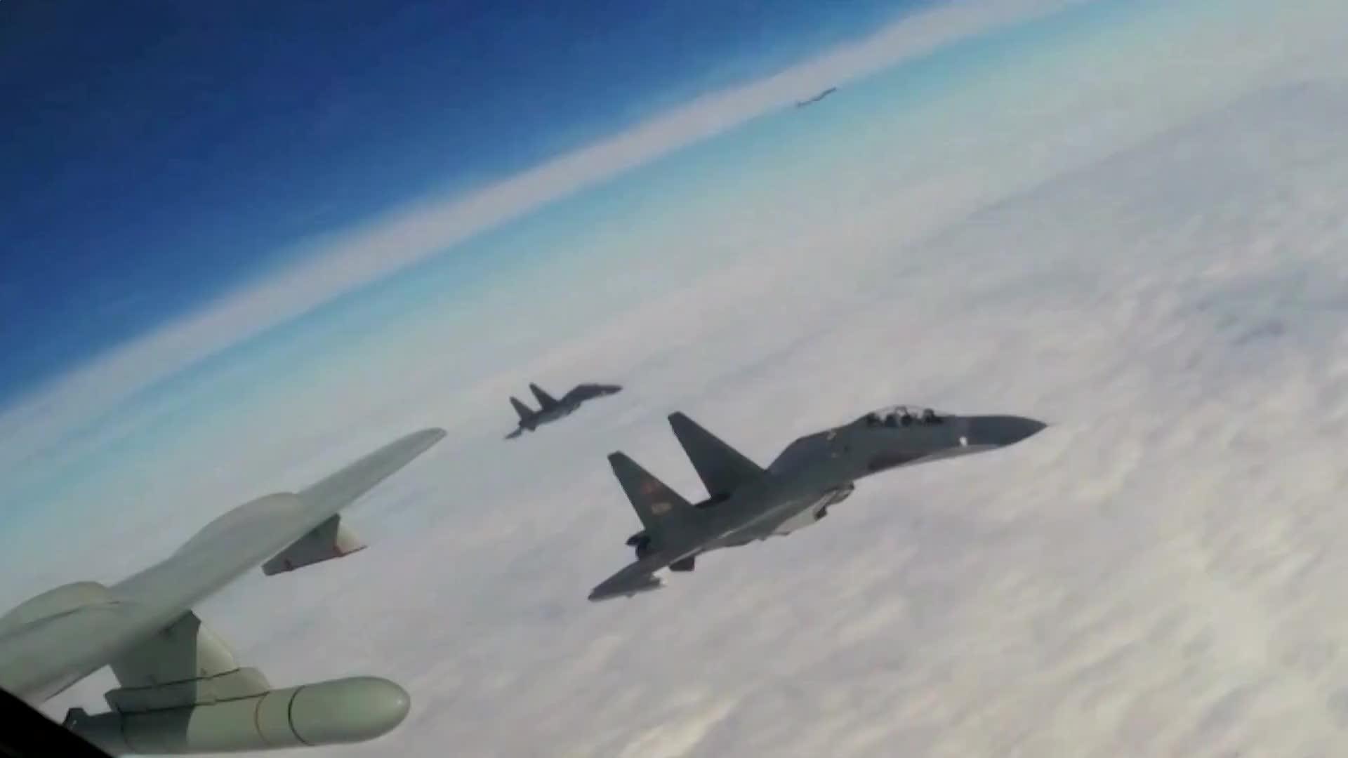 [视频]新型战机看个够,空军大批新型装备将亮相珠海航展